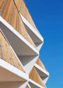 Estructuras y puertas metalicas de acero y aluminio en departamentos BBB